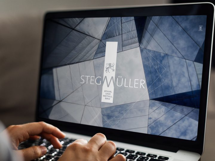 Stegmüller Website auf laptop